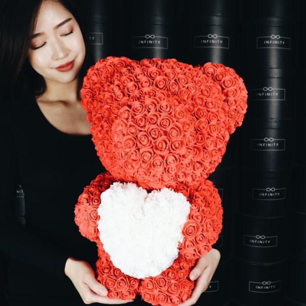 Rosenteddy in Rot mit weißen Herz
