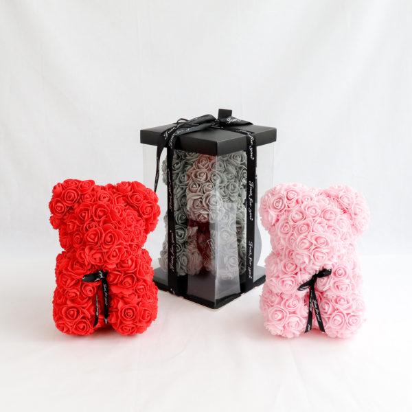 Teddy Familie aus Rosen und Geschenkverpackung