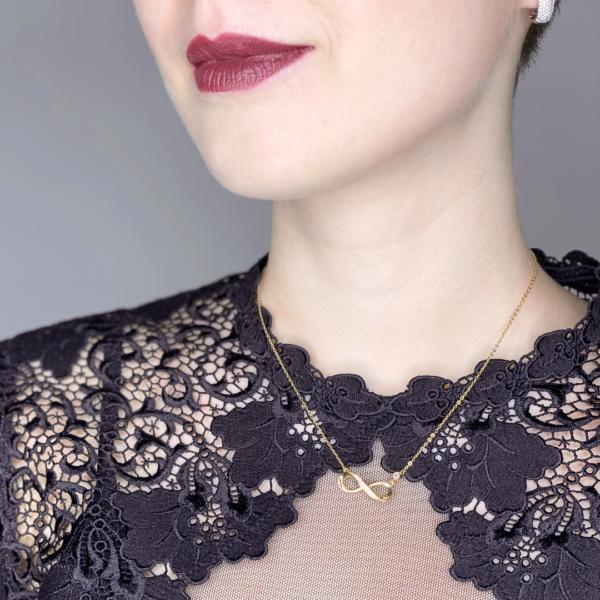 wunderschöne Halskette in Gold mit infinity Zeichen